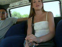 Порно девушка дрочит в автобусе