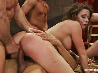Порно групповой фистинг