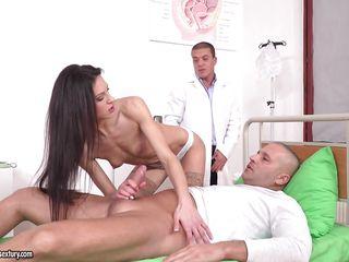 Порно у врача hd