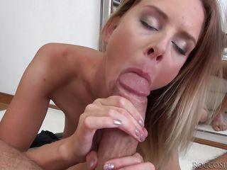 Порно с сисястой девушкой