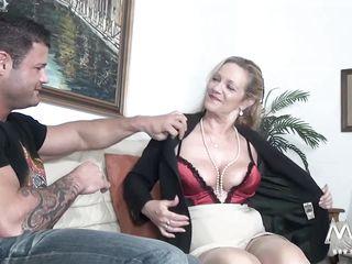 Домашнее порно со зрелыми женщинами